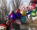 Sărbătorește Ziua Îndrăgostiților cu un buchet de baloane inimă care plutesc în aer!