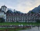 La munte cu copiii: Plimbare prin Busteni la Manastirea Caraiman si Castelul Cantacuzino