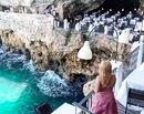 Plimbari prin sudul Italiei: Pranz in pestera, la Grotta Palazzese din Polignano a Mare